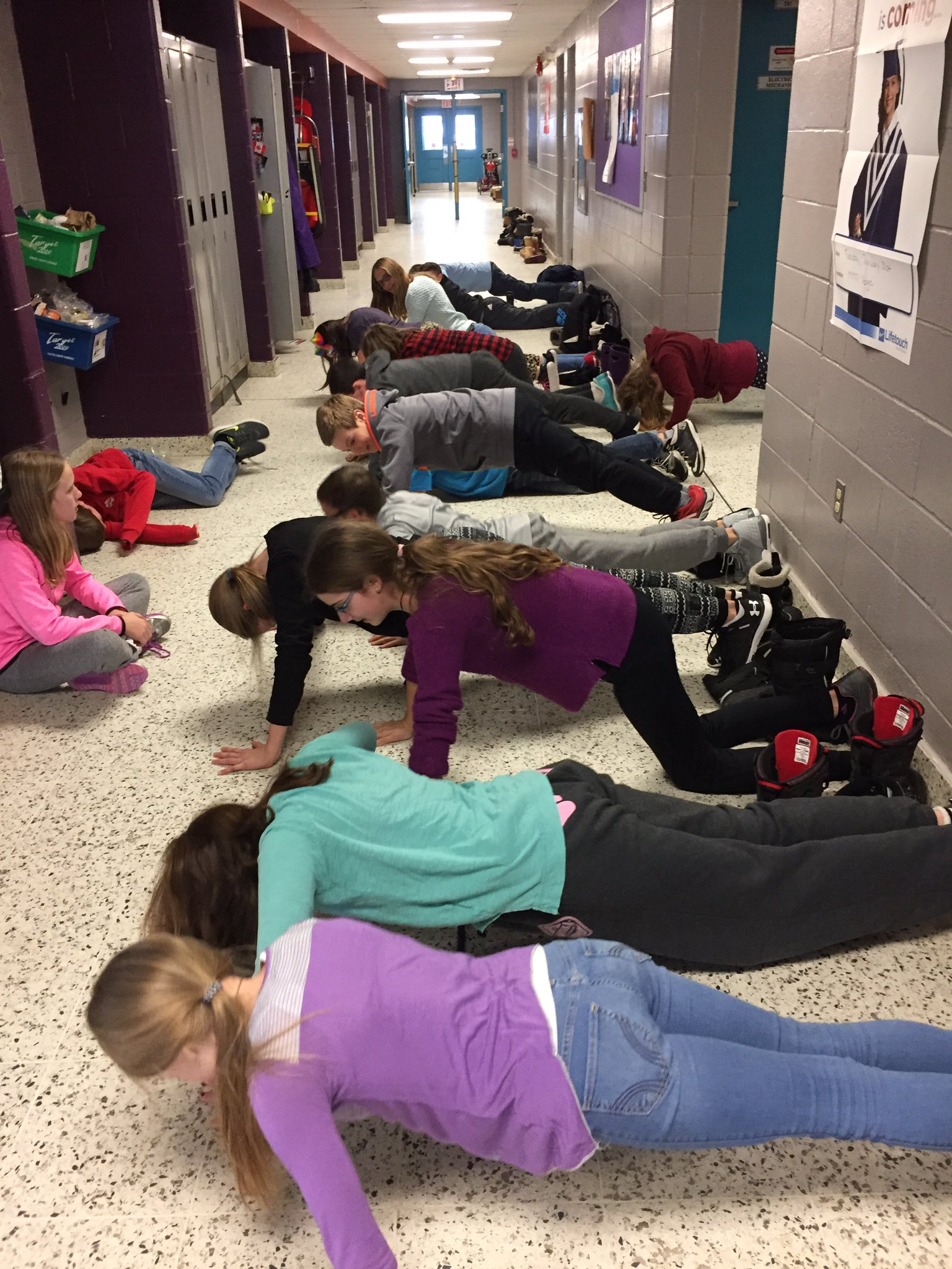 Some much needed DPA in our grade 6 class to break up a long afternoon @SMCDSB_MMO @SMCDSB #PhysicalActivity! https://t.co/U9QZsQmWo2