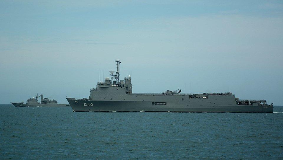 """Los buques """"Bahia"""" y """"Barroso"""" visitan el puerto de Mar del Plata C3IFkWKXEAEqe51"""