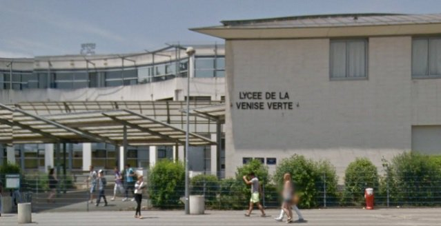 #Niort: Un coup de feu tiré ce jeudi soir face au lycée de la Venise Verte. https://t.co/DGL0v3CJP3 https://t.co/PQLyBgHs2x