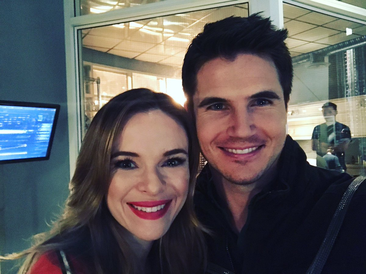Back on set with the other wife. @dpanabaker  Sorry @italiaricci  #TheFlash https://t.co/CqV3N8lRPh