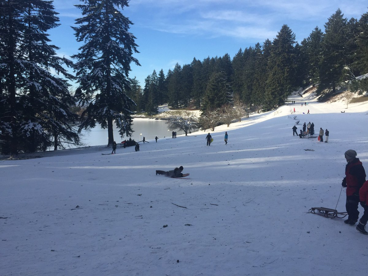 Portland schools consider taking Spring Break days to make up snow days #koin6news at 4 #pdxsnowpocalypse <br>http://pic.twitter.com/e3FRWgWznR