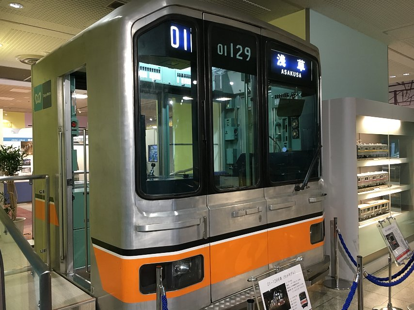 """東京メトロ銀座線「01系」が3月10日に引退へ。  1983年のデビュー以降、同線の主力だった""""銀色…"""