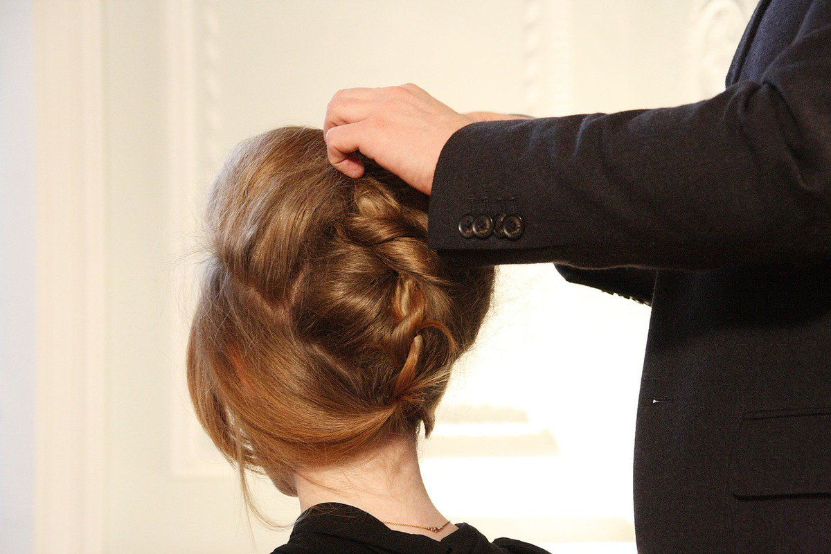 5 Ridiculously Easy Updos to Try RightNow
