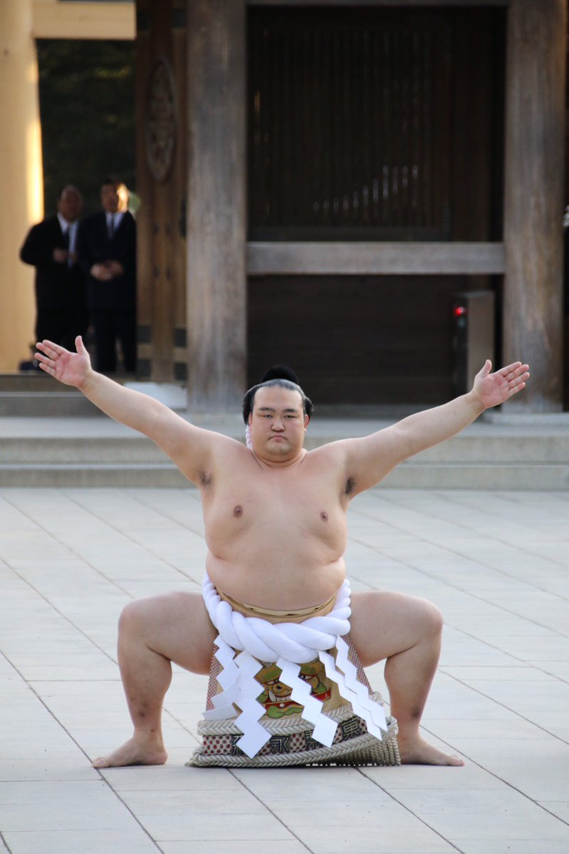 <奉納土俵入り>新横綱 稀勢の里の奉納土俵入り。太刀持ち・髙安、露払い・松鳳山。 #sumo