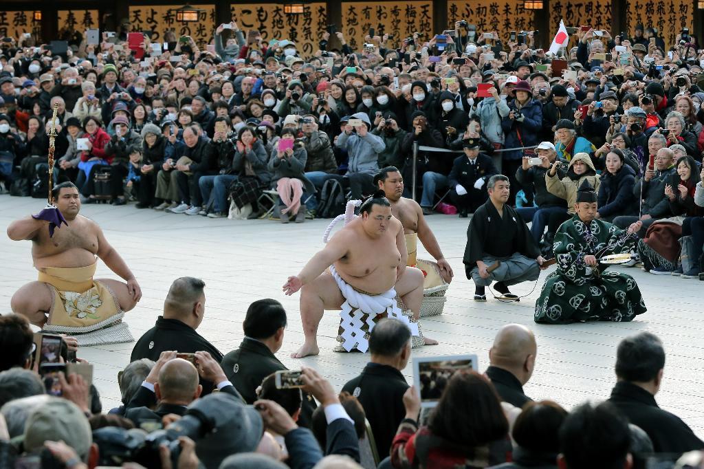 新横綱 稀勢の里が土俵入り 明治神宮、観衆1万8000人 sankei.com/photo/stor…