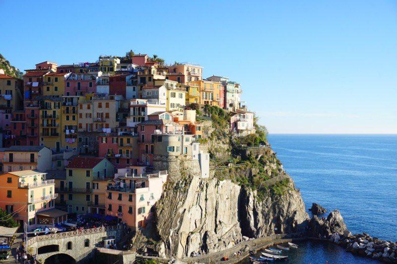 イタリアの小さな村 マナローラ[Manarola] @チンクエテッレ  リオマッジョーレと並び、チンクエテッレを代表する村。海に面して右手に向かえば、絶景写真を撮れる場所が! 5つの村の中でもデザートワインのシャケトラが有名。