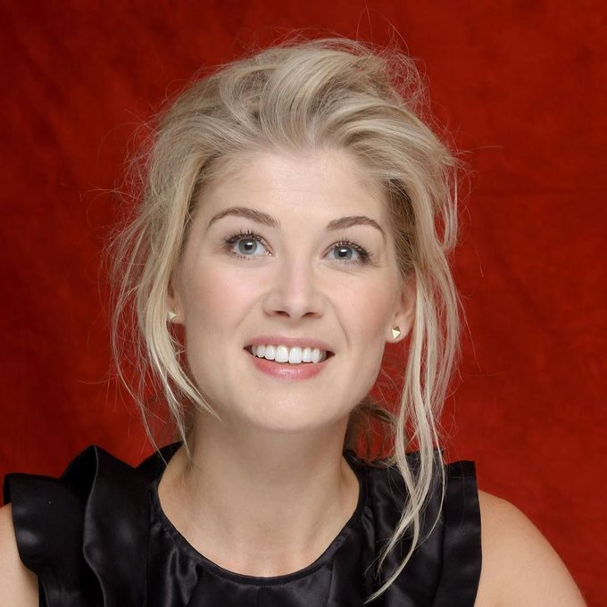 Another birthday today......Wishing a very happy birthday to the very lovely Rosamund Pike!