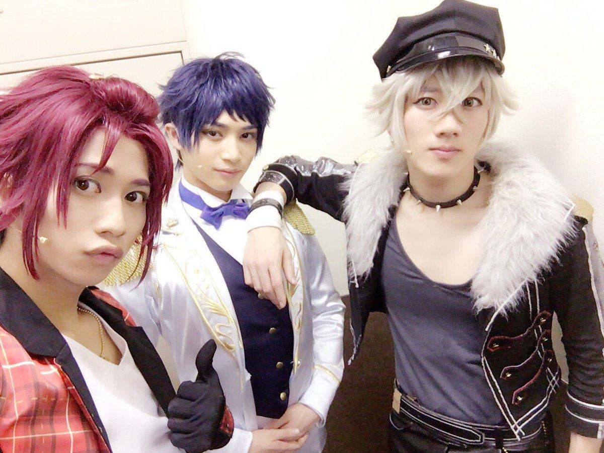 大阪3日目夜公演ありがとうございました!✨ 2-Bで写真とったよ! 明日もがんばろう💪