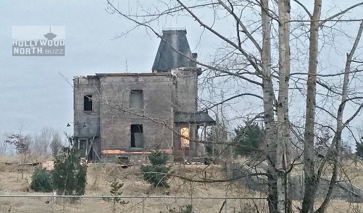Most of roof gone in #BatesMotel teardown of Aldergrove gothic house ... & YVRShoots on Twitter: