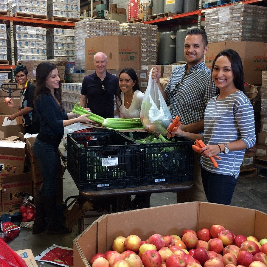 .@KetchumPR we give back to local communities during our annual month of CSR activities. Here are our LA colleagues helping a food bank. https://t.co/RPhg7O8qmX