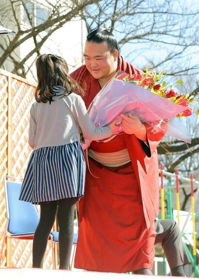 稀勢の里関が優勝、昇進を報告 部屋の地元江戸川区で sankei.com/photo/story/n…