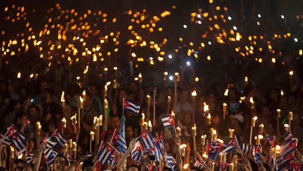 Jóvenes camagüeyanos iluminaron la noche con legado de Fidel y Martí (+ Fotos)