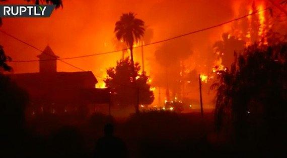 南米のチリで超大規模森林火災  山が燃えてると思ったらサンディエゴの街もビルも火だるま