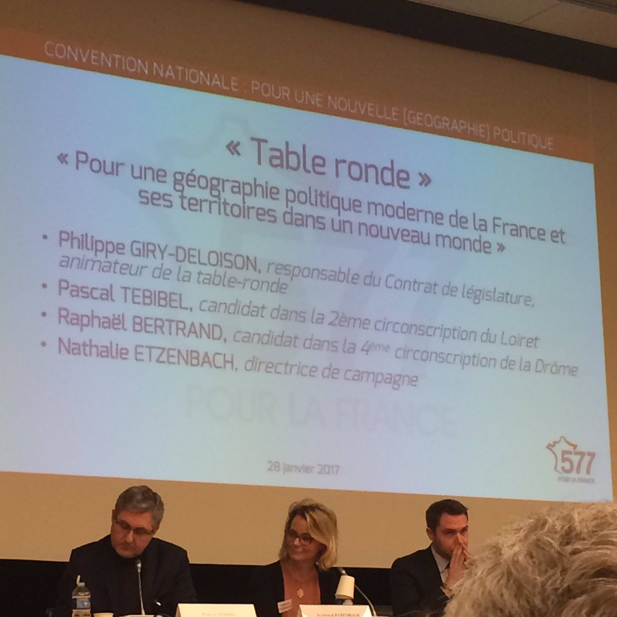 Last tweets about table de campagne - 0 Replies 0 Retweets 4 Likes