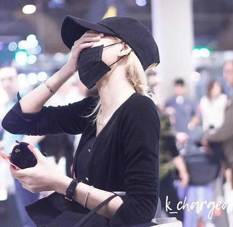 Update Blackpink Lisa Expensive Airport Fashion Allkpop Forums