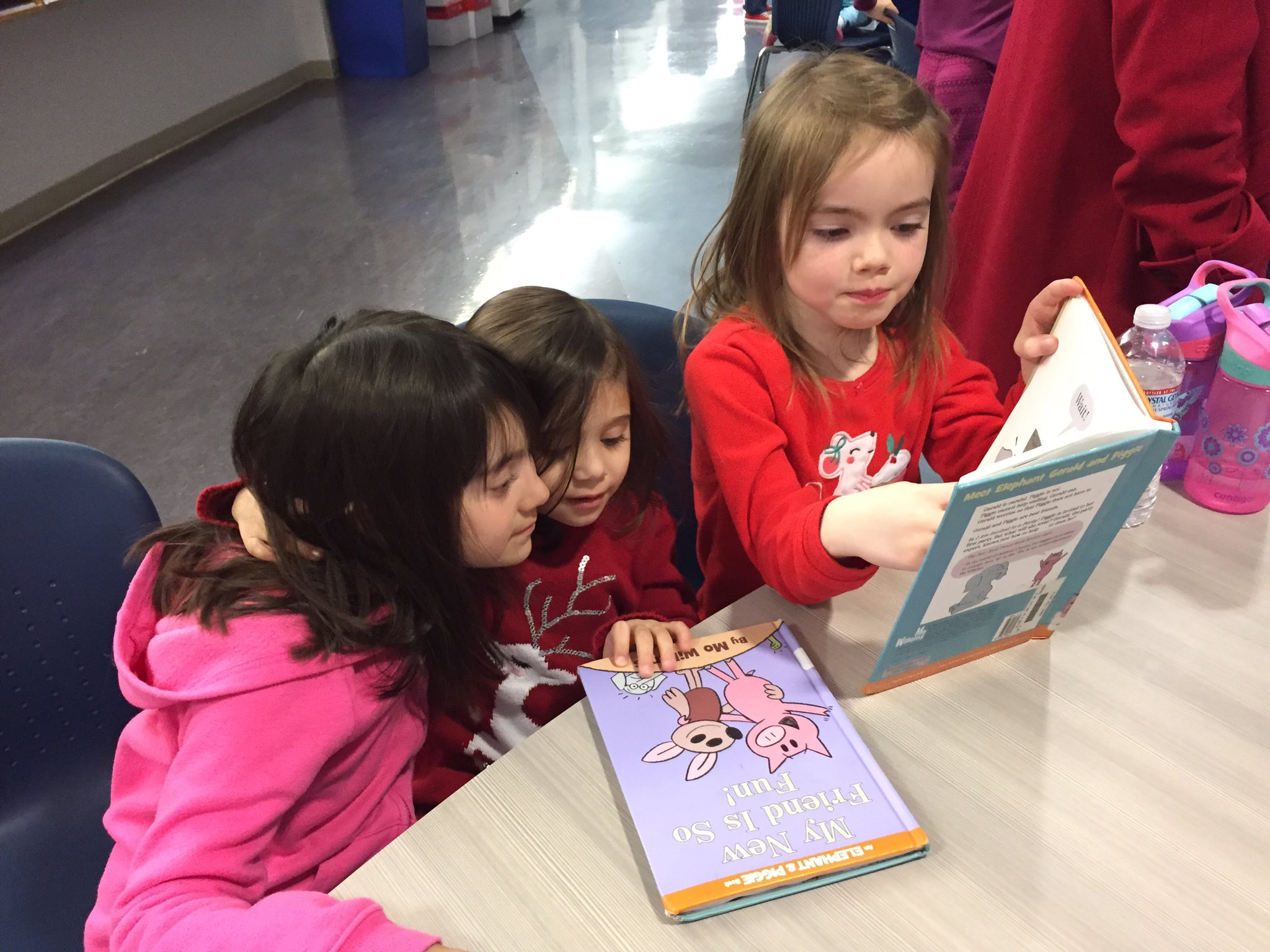 Lower School students reading to each other at Literacy Night #myflinthill #ericaperl https://t.co/NwiKdVSlem