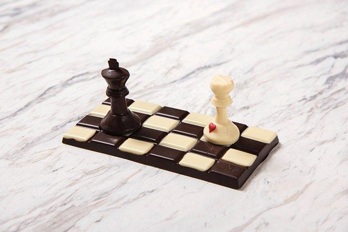 ドミニクアンセルベーカリーのバレンタイン - チョコレートのチェス盤やホットチョコレートボトルなど …