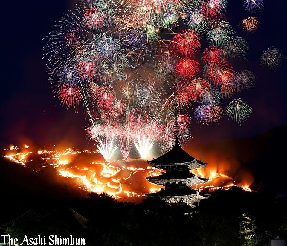 t.asahi.com/mv2m 古都・奈良の冬の風物詩、若草山(342メートル)の山焼きが28日夜…