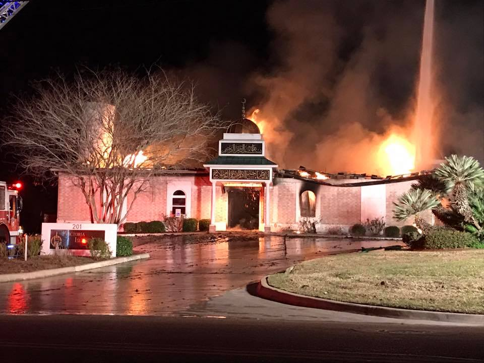 Hours after Trump signs #MuslimBan, Texas mosque goes up in flames https://t.co/4LChBwPRyL