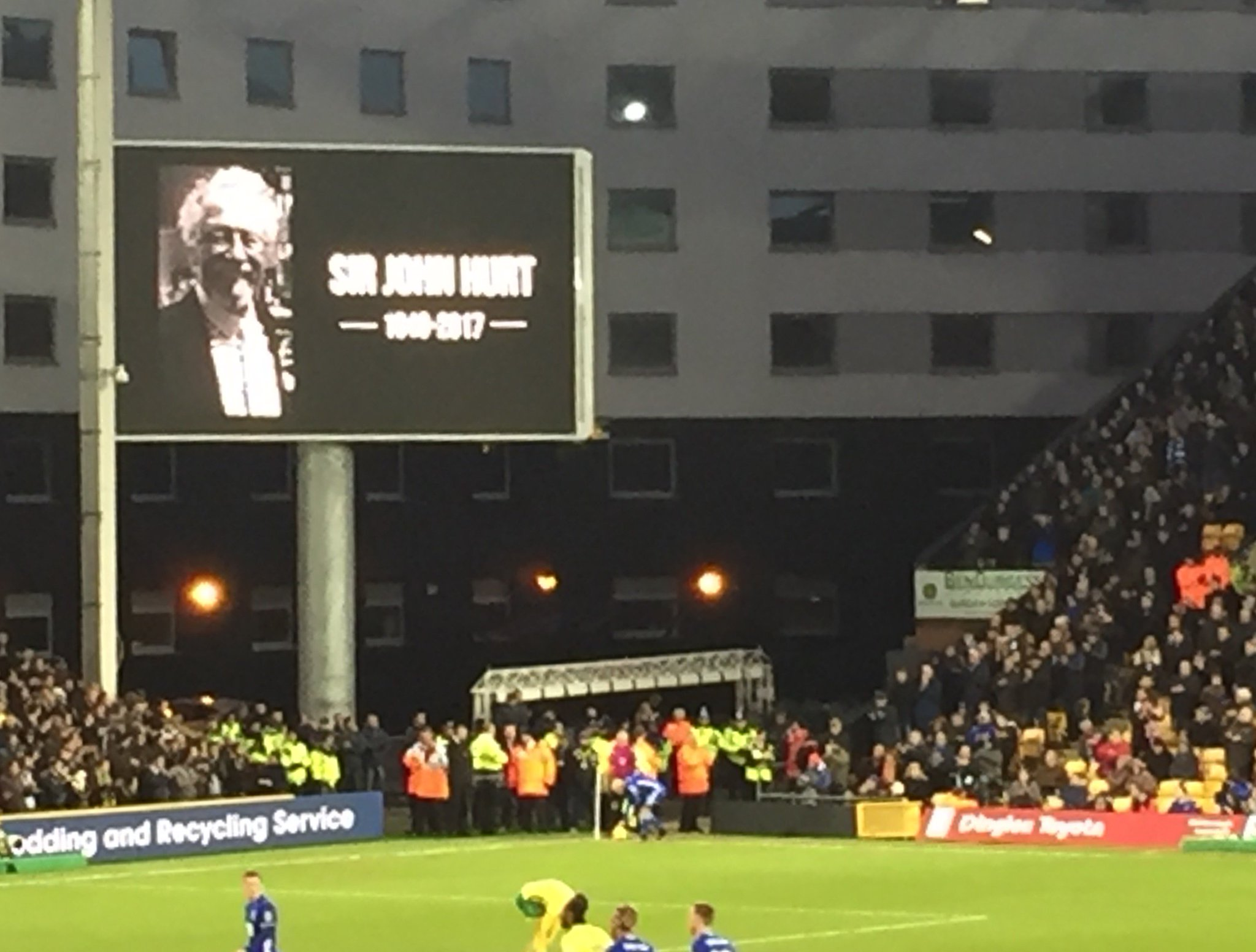 Carrow Road this afternoon. Tribute paid by @NorwichCityFC to a great fan & great man. The Canaries won for him too! https://t.co/dpxFJW8YHd