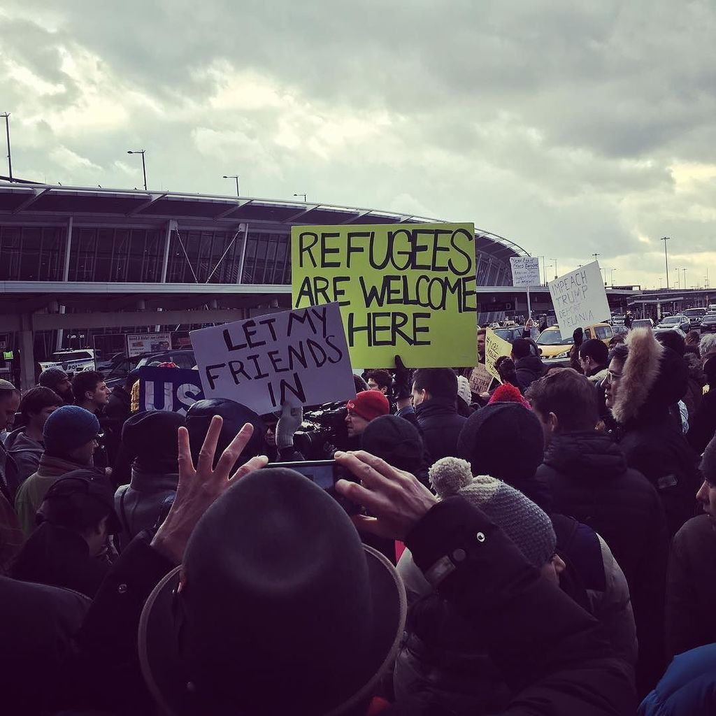 Emergency protest at JFK Terminal 4 #refugeeswelcome #nomuslimban https://t.co/1qpfFfVj8W https://t.co/R4W6mj9Wr5