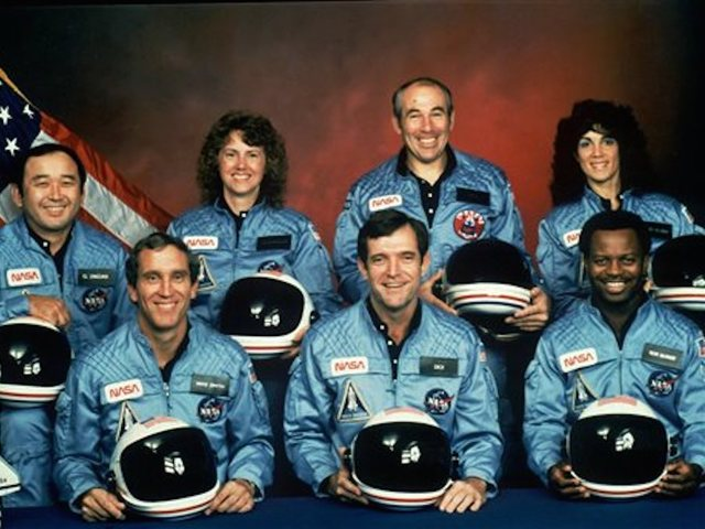 .@NASA observes Day of Remembrance for Challenger disaster. #nasaremembers https://t.co/D1FkFfVI1f
