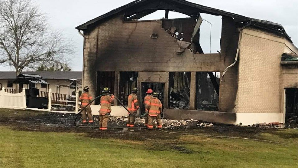 Texas mosque destroyed in early-morning blaze; cause unknown >> http://bit.ly/2kzqQOT