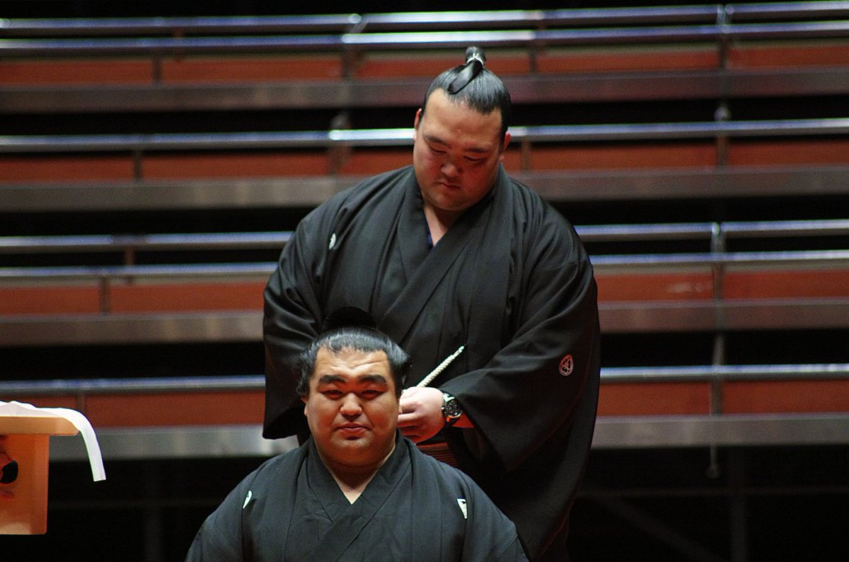 <玉飛鳥断髪式>ハサミを入れる新横綱 稀勢の里。#sumo