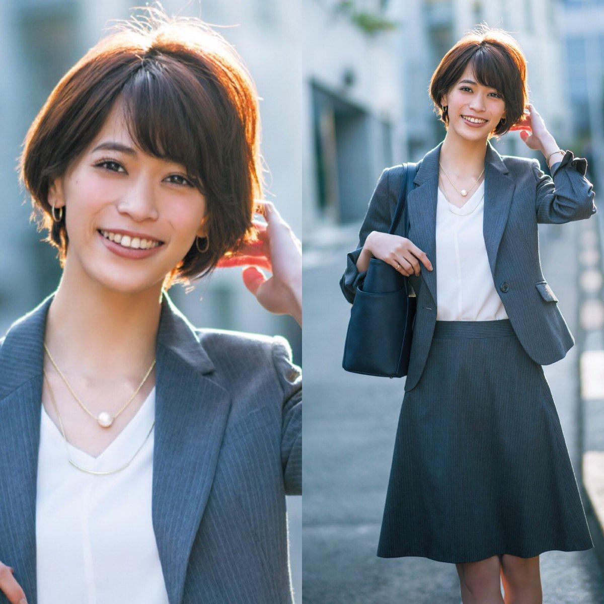 スーツを着た坂田梨香子