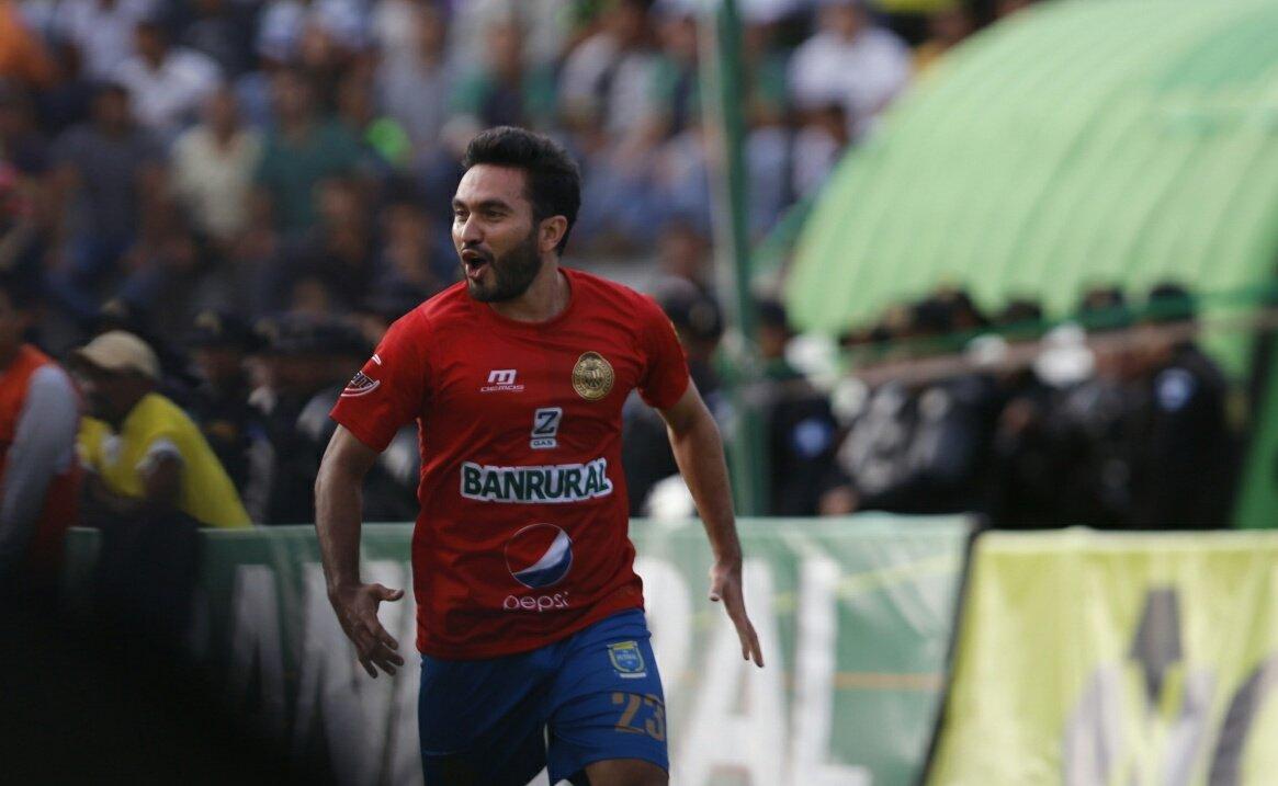 Debut con remontada de Frank De León