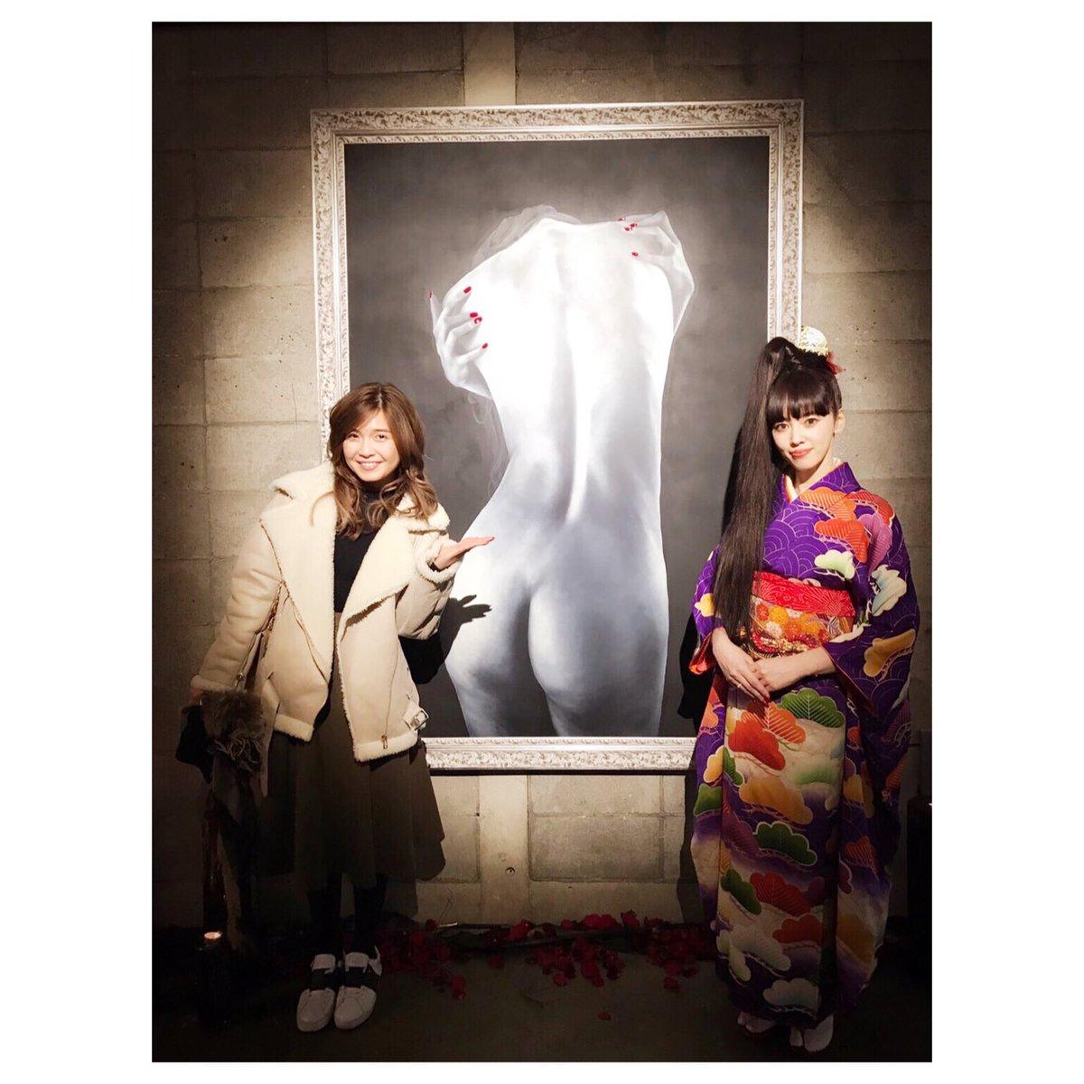 仲良しの 松下萌子ちゃんの初の個展 「艶画」に行ってきました。 以前UNOティシャツのデザインもお願…