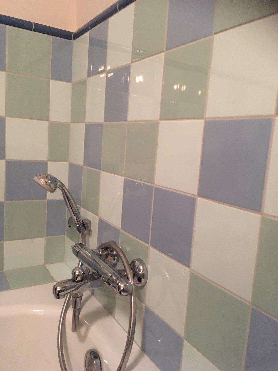 Kleurrijke tegels van #mosa in de badkamer. Deze blauw/zeegroene ...