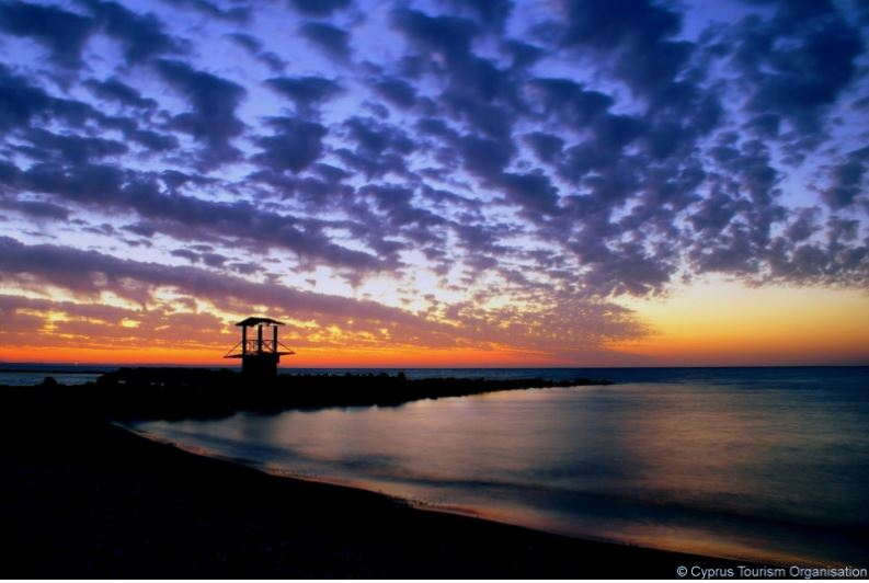Larnaka beach has never looked this rich and beautiful in colour !! Goodnight Cyprus. #Sunset #Larnaka #Cyprus https://t.co/xZ1S2ZYVqE