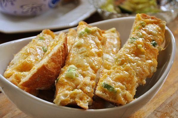 Cheese Garlic Bread — Living Lou
