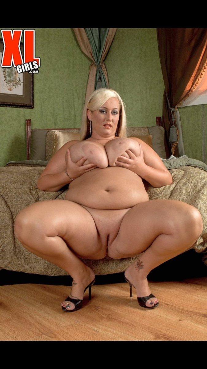 толстая голая крашеная телка видео блондинка разделась гола
