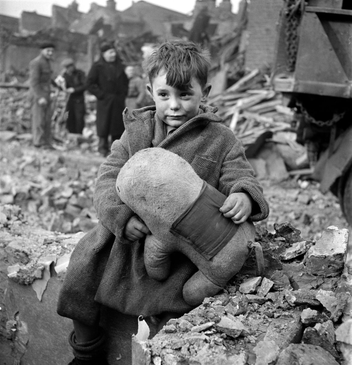 ww2 tweets from 1940 on twitter a young boy in london