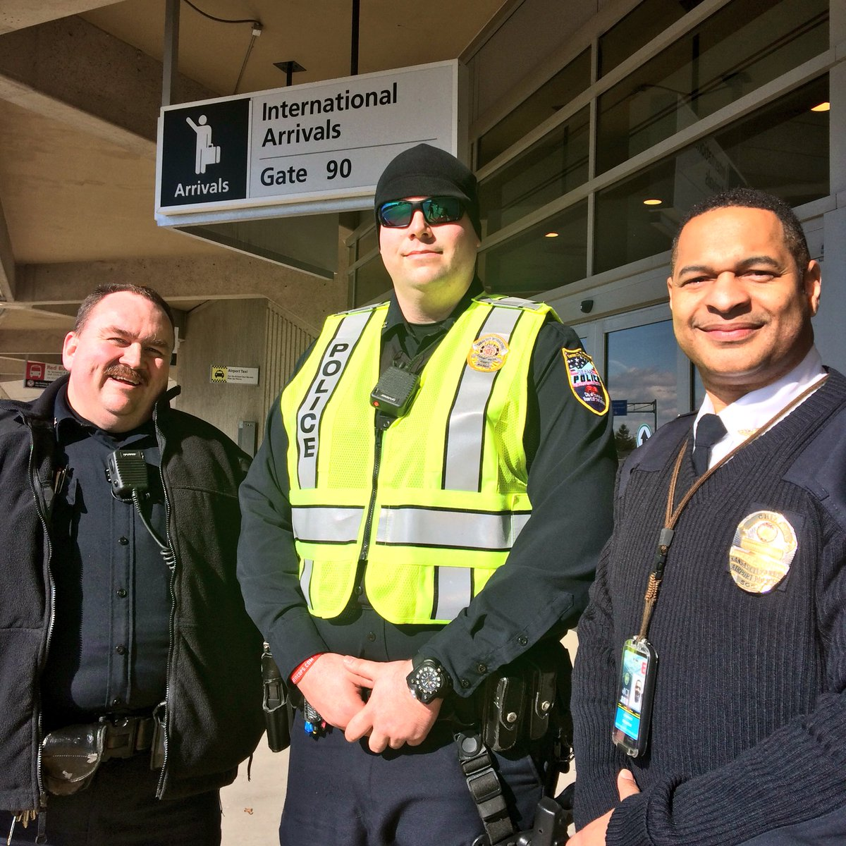 We'd like to thank the KCI Airport Police team for their work in creating a safe place for people to assemble today. https://t.co/4PpeaP18Zt