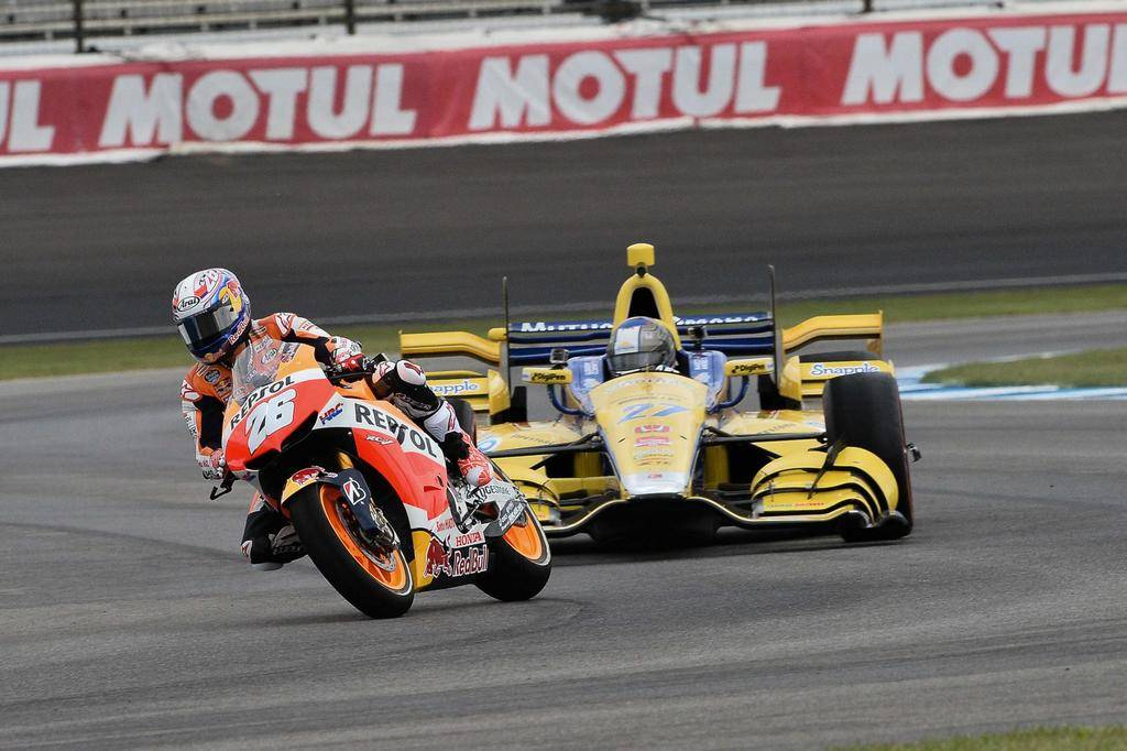 53 (27+26) days to go until the start of the 2019 #IndyCar season   #HondaRacing racers @MarcoAndretti and @26_DaniPedrosa at Indianapolis in 2015<br>http://pic.twitter.com/BBPtoR6WPi