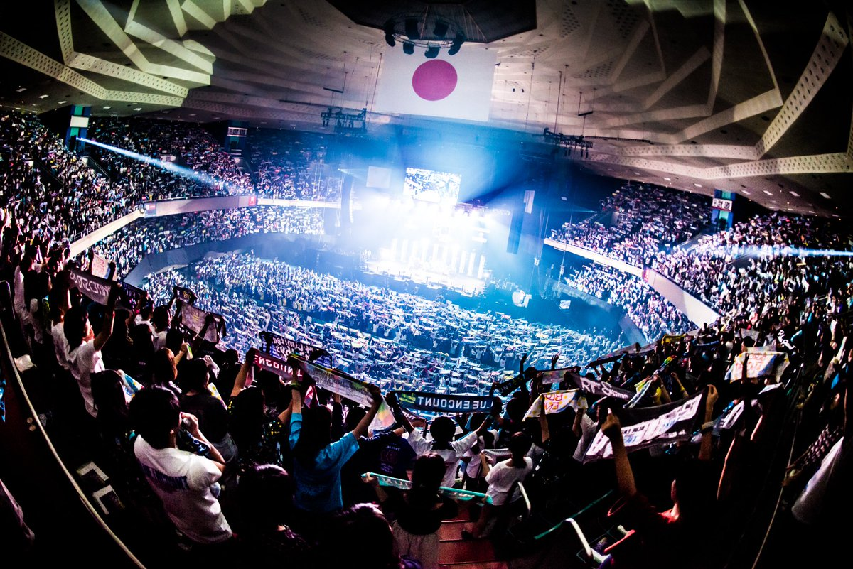 【初のフルパッケージライブDVD発売決定!!】  ブルエン初の武道館公演 『LIVER'S 武道館』…