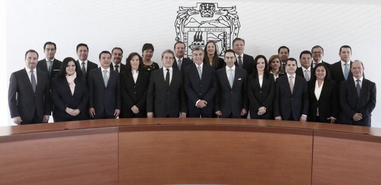 Tony Gali con el nuevo gabinete del gobierno estatal