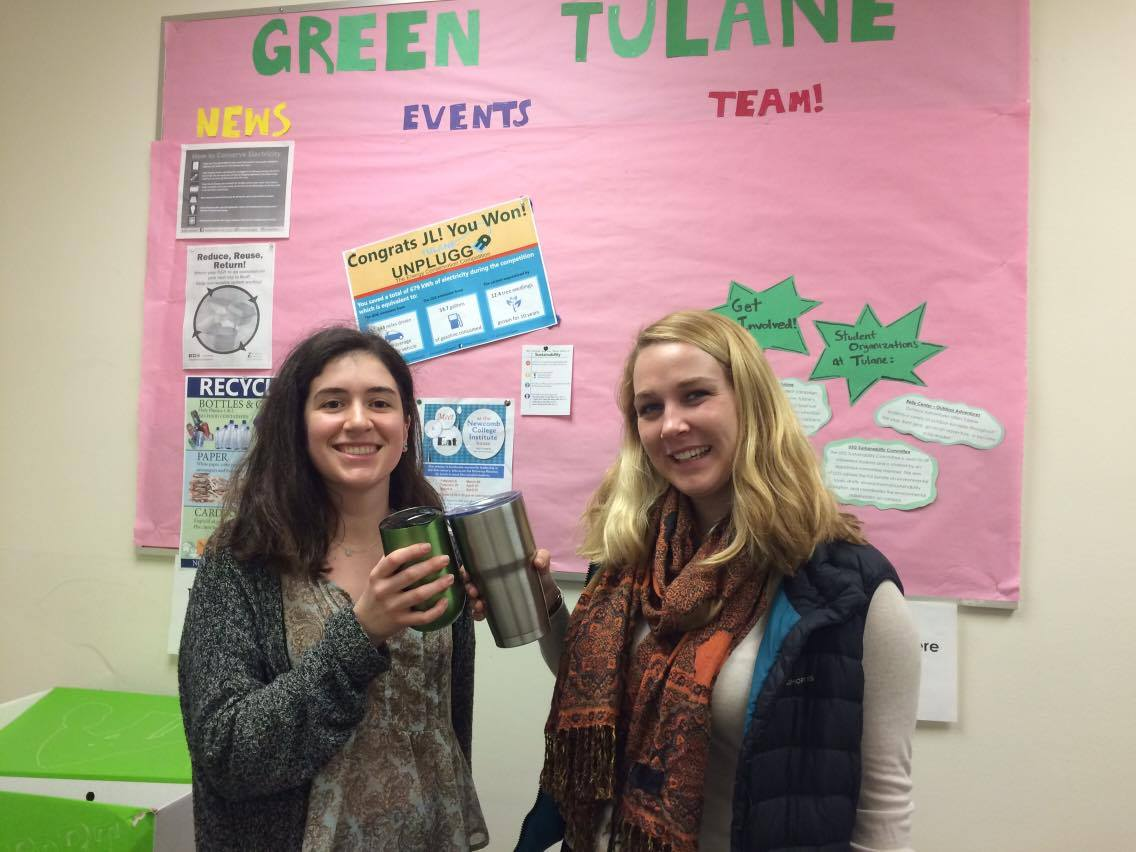 We are reducing waste with reusable mugs for Tulane Recycles Challenge! @howard_tilton how do you recycle or reduce waste? #tulanerecycles https://t.co/GeDdxgNgLi