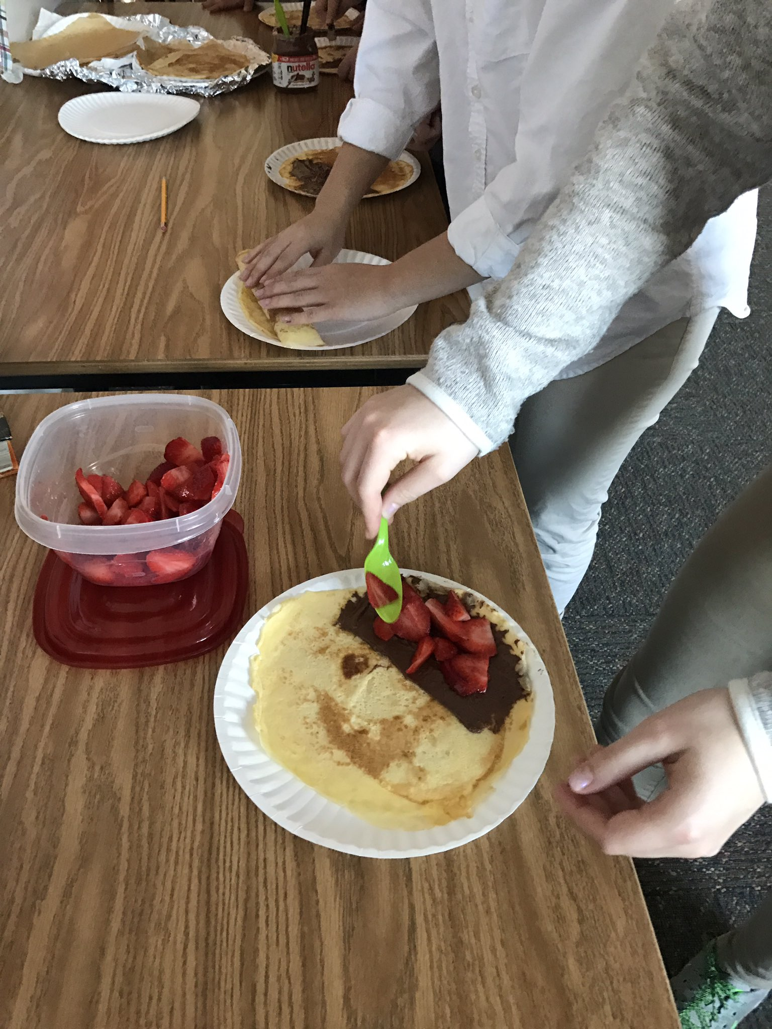 A little late but celebrating la Chandeleur-equivalent of Groundhog Day-with crêpes in MS French I class.  #myflinthill #langchat https://t.co/jdGrZ96yuk