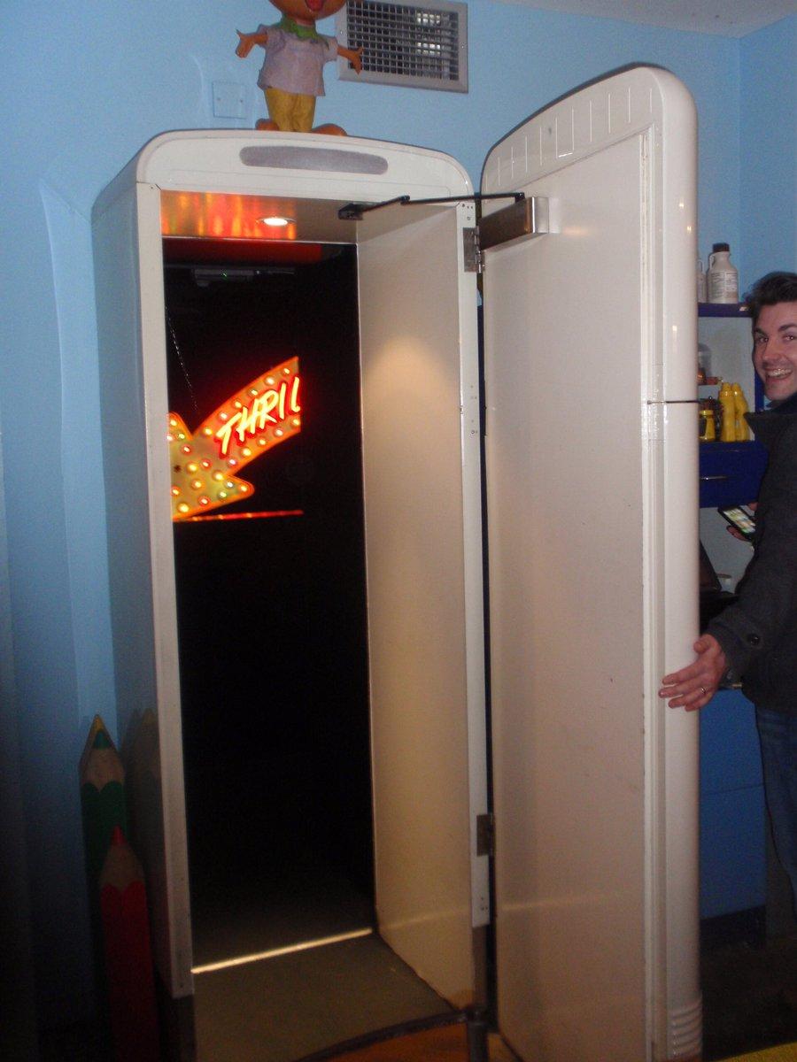 ちなみに世界には食堂の冷蔵庫が入り口になっているバーもあります。冷蔵庫を開けたら、バーって面白いです…