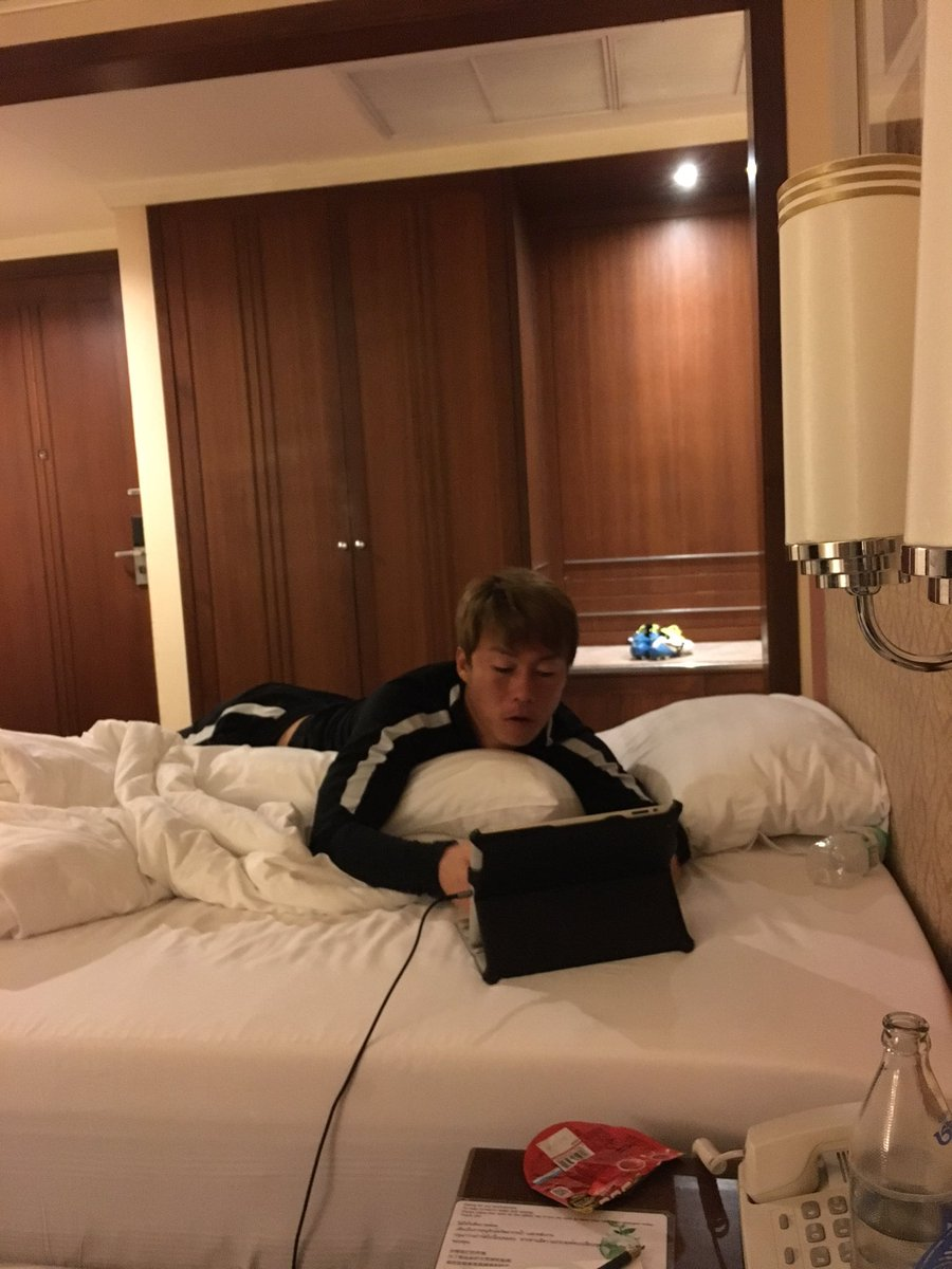 同部屋は航平。ずっとYouTube見てるけどWi-Fi弱いから300バーツで高速Wi-Fi買ったのに…