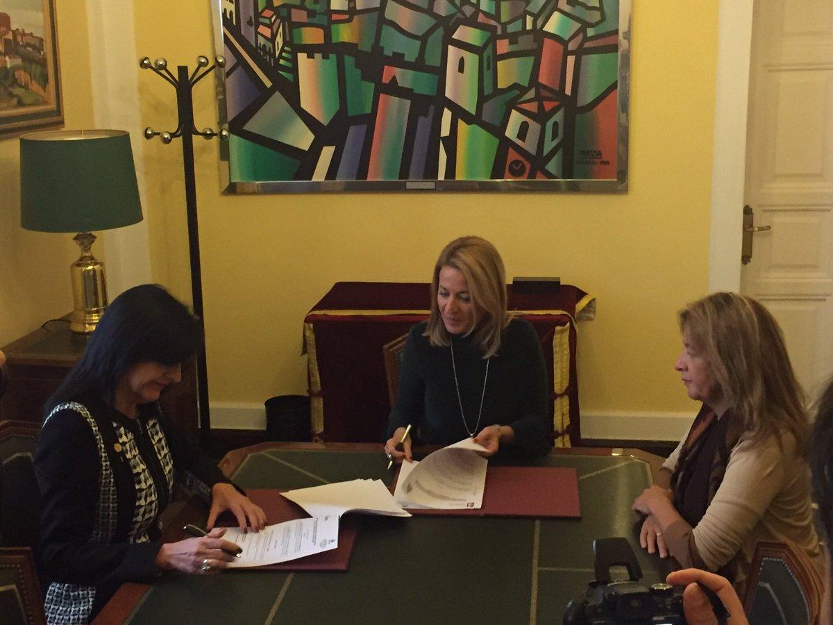 Acabamos de firmar un importante convenio con el @Ayto_Caceres por el que colaboraremos en numerosos proyectos durante los próximos años