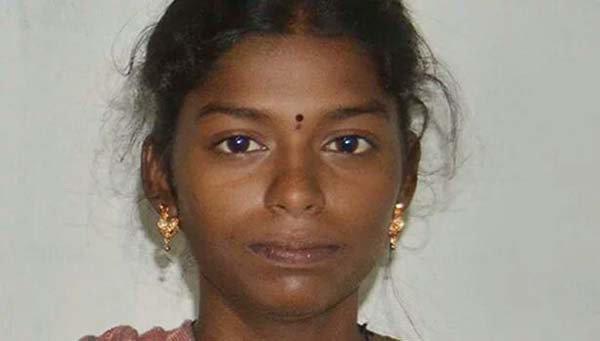 நந்தினியை குதறிய இந்து முன்னணி மணிகண்டன் - நேரடி ரிப்போர்ட்  யாரோ ஒருவர் வெள்ளுடை… https://t.co/I1xgIIakC7 https://t.co/D4Lt7uFAgX