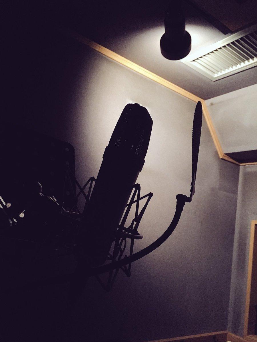 今日はずっとレコーディング。レコーディングの時は部屋を暗くして、目を閉じて、いろんなイメージをしなが…