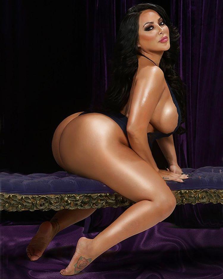 Порно фотки kiara mia