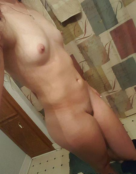 Nude Selfie 10490