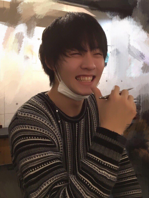 東京に帰る時[ソフトクリーム食べたいな〜]とボヤいてたら、 両手にソフトクリーム持って近づいて来て[…